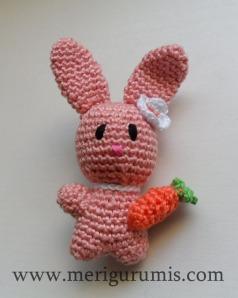 Conejito broche rosa