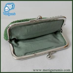 Monedero boquilla verde cuadrado abierto